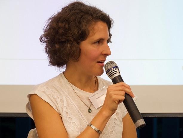 Moderatorin Britta Veltzke im Haus der Heinrich-Böll-Stiftung in Berlin